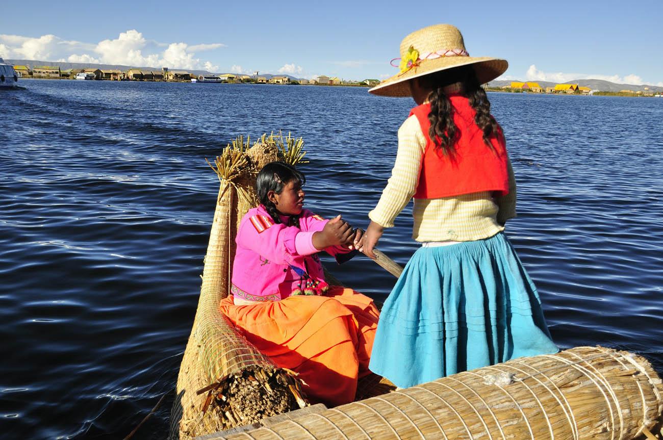 Perou-filles-lac-titicaca